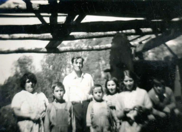 Padre con sus hijas